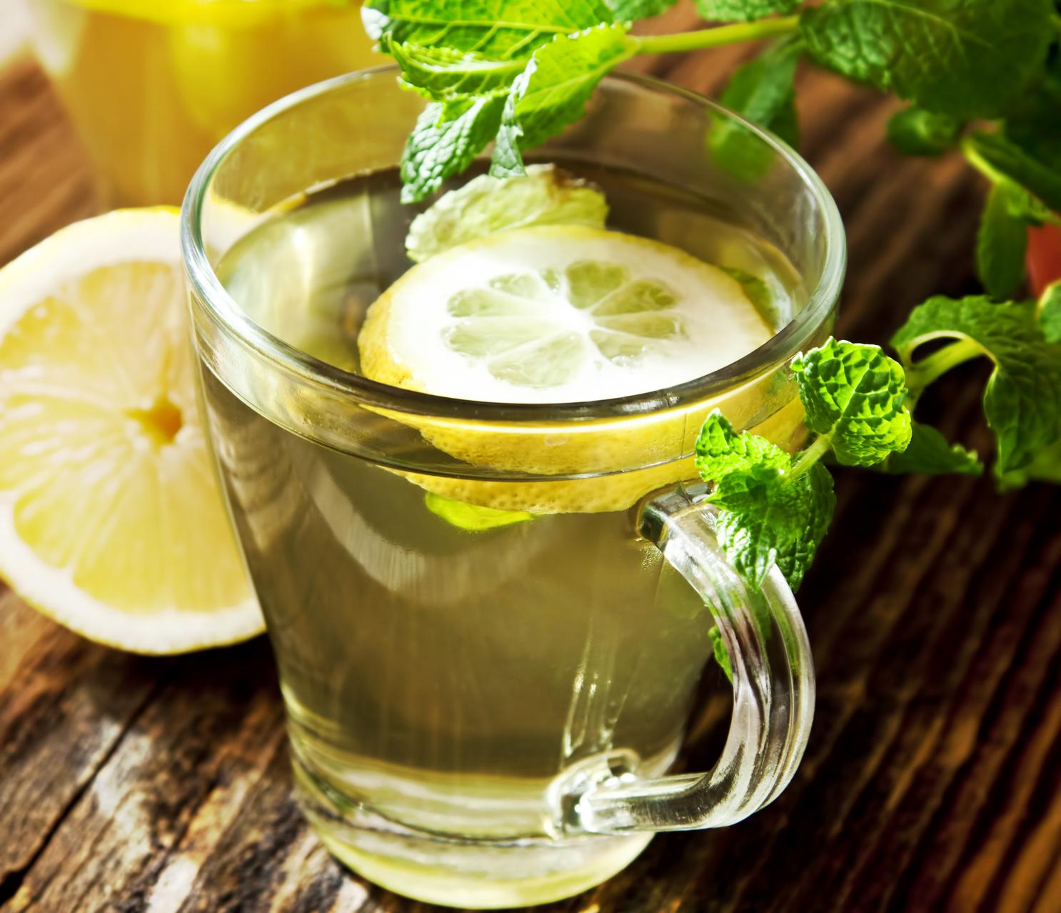 The health benefits of warm water and lemon