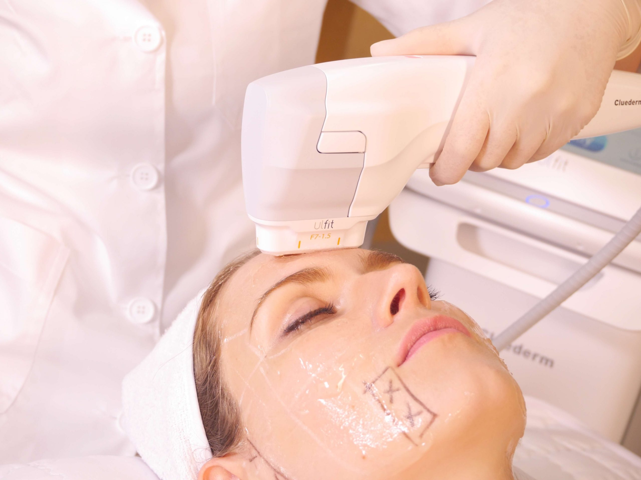 The Non-Surgical Facelift Treatment (That's Proven to Work by Cosmetic Surgeons)